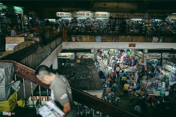 Chợ Bình Tây hiện có trên 2.300 quầy sạp kinh doanh với hơn 30 nhóm ngành hàng.