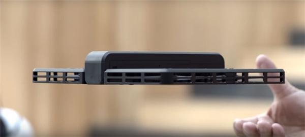Chiếc máy ảnh nặng chỉ vỏn vẹn 238 gram.