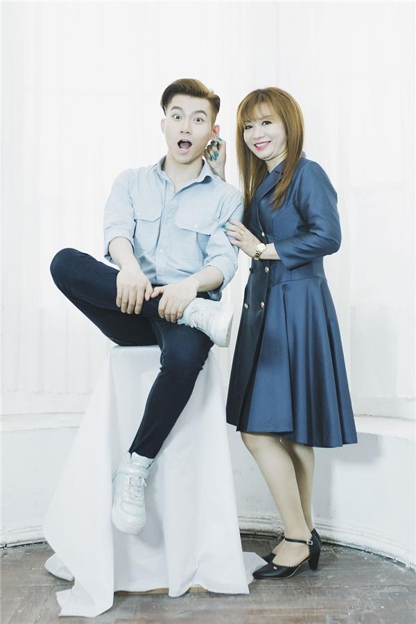 Đỗ Phú Quí chia sẻ, sau MV cover Mẹ yêusẽ là một sản phẩm âm nhạc của riêng anh, trước đó chàng trai trẻ đã tạo được nhiều ấn tượng với single Ta, ra mắt vào tháng 6 vừa qua.