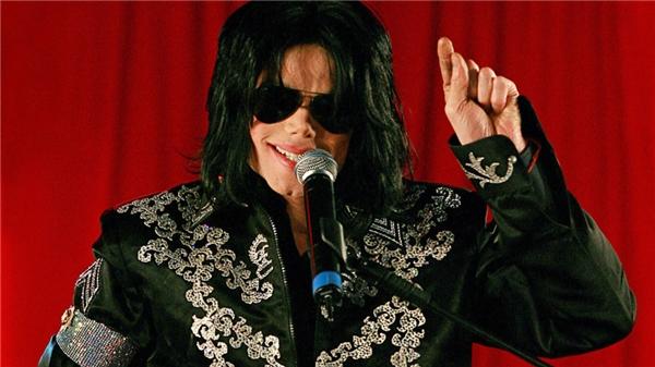 Michael Jackson trên sân khấu O2, London tháng 3 năm 2009.