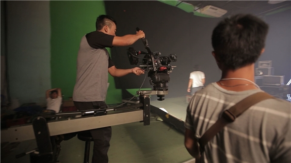Vì được biết đến với vai trò diễn viên trong nhiều bộ phim nổi tiếng, nữ diễn viên 9X mong muốn kết hợp giữa âm nhạc và phim ảnh. Đó cũng là động lực khiếncô quyết định biến sản phẩm âm nhạcmang đậm chất điện ảnh. - Tin sao Viet - Tin tuc sao Viet - Scandal sao Viet - Tin tuc cua Sao - Tin cua Sao