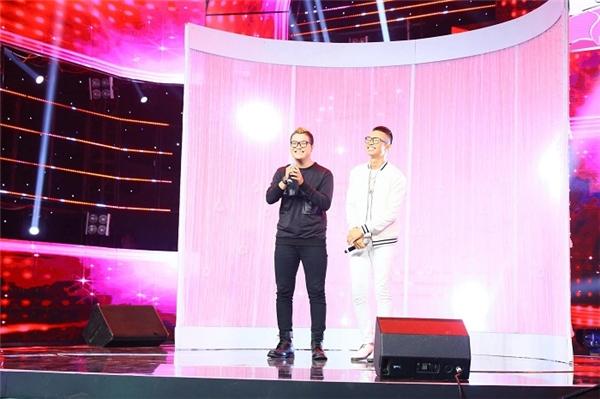 Quang Đăng – Thành Lộc (Đại sứ Casio) trong chương trình Tuyệt đỉnh song ca.
