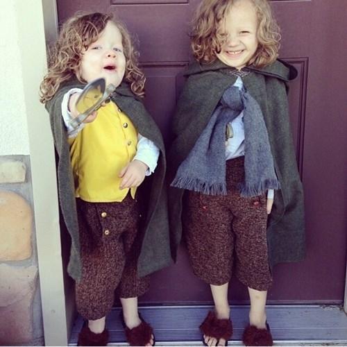 """Hai em bé đáng yêunày cải trang thành những người lùn trong bộ phim """"The Hobbit"""". Ảnh: Brightside."""