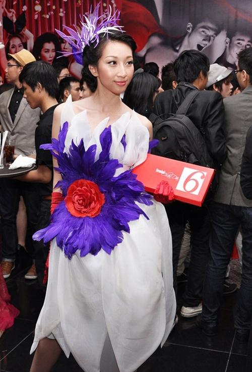 Diện đồ lông vũ, Elly Trần, Bảo Anh cũng khó