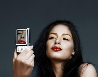 Một vài công ty đang bắt đầu sử dụng các ảnh chân dung tự chụp để thay thế mật khẩu cá nhân.