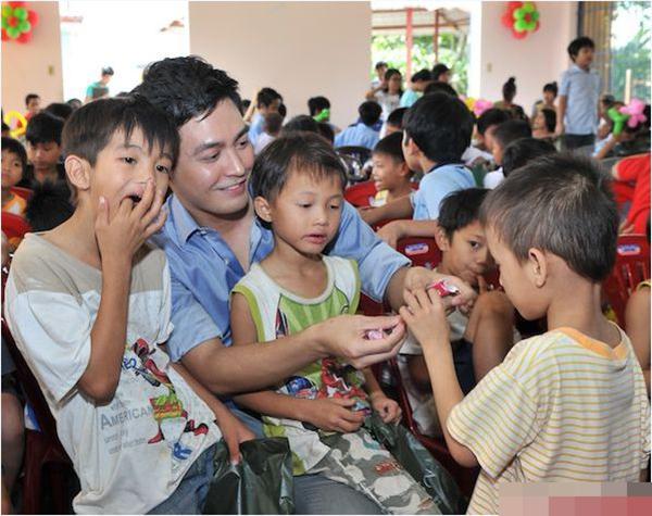 Khi đám đông không chỉ coi Phan Anh là ngôi sao showbiz - Tin sao Viet - Tin tuc sao Viet - Scandal sao Viet - Tin tuc cua Sao - Tin cua Sao
