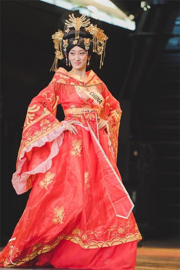 Nhan sắc của hoa hậu Trung Quốc khiến dân tình...