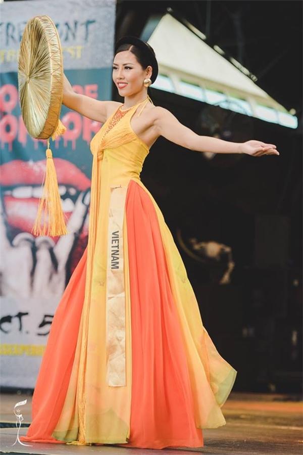 Đại diện đến từ Việt Nam, Hoa hậu Nguyễn Thị Loan.