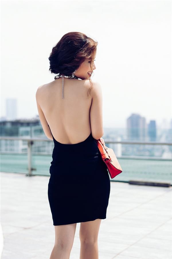 """Có thể thấy, trong thời gian gần đây, Dương Hoàng Yếnngày càng đắt show ca hát hơn. Vì thế, nữ ca sĩ không ngần ngại chi """"mạnh"""" để đầu tư cho việc phát triển hình ảnh."""