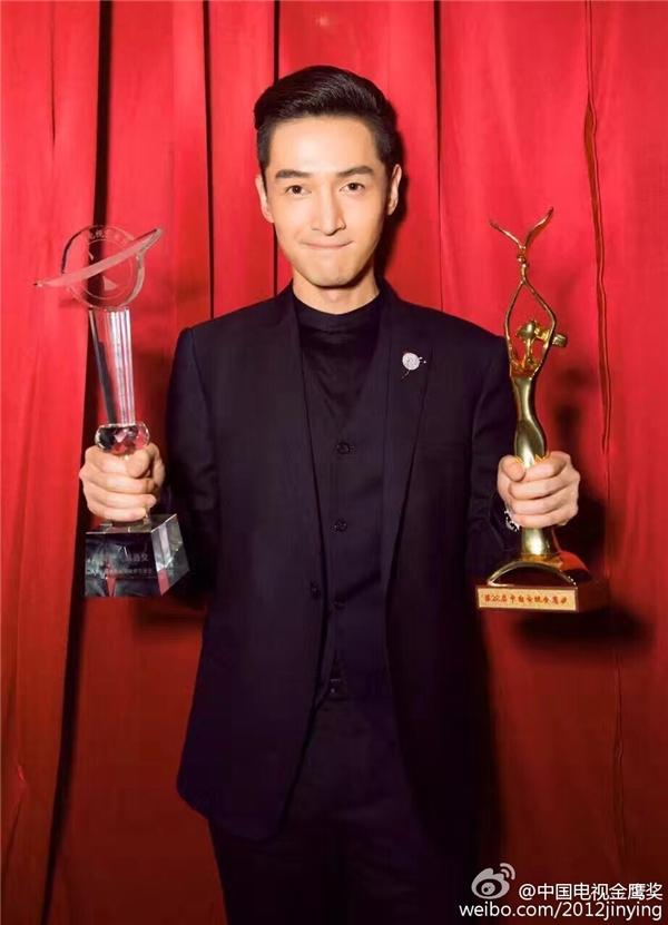 Hồ Ca vinh dự nhận đồng thời hai giải thưởng tại lễ trao giải Kim Ưng 2016