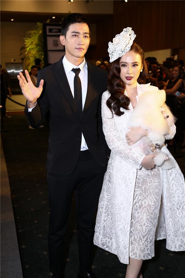 Đồng hành cùng Angela Phương Trinh là nam người mẫu Võ Cảnh. Gần đây, cả hai cùng hợp tác trong dự án điện ảnh mới mang tên Sứ mệnh trái tim.