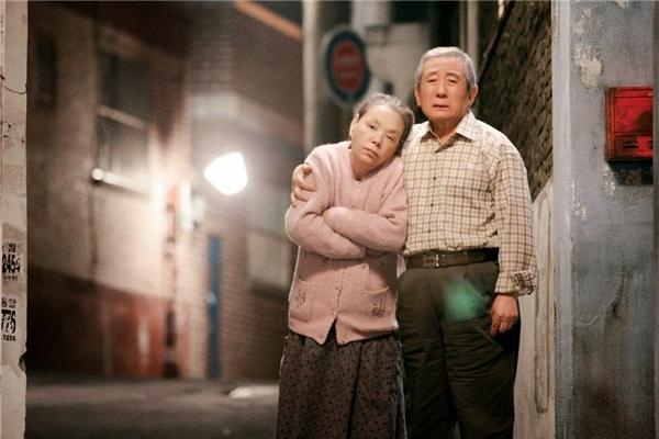 Jang Kun Bong và người vợ đang mang trong mình căn bệnh mất trí nhớ. (Ảnh: Internet)