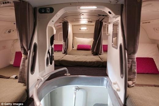 Bật mí nơi ngủ bí mật trên máy bay của các tiếp viên hàng không
