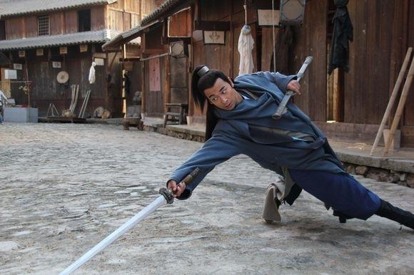 Vai diễn Triển Chiêucủa anh gây ấn tượng bởi võ công cực cao cường và không mặc áo đỏ như thường mà là chiếc áo xanh gần gũi hơn.