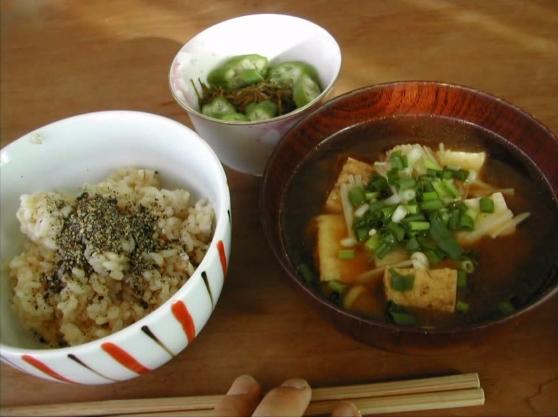 Món đầu tiên mà Hana được mẹ dạy chính là món súp miso, món tủ của mẹ mình.