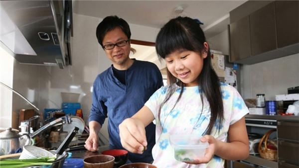 Hiện tại, cô bé Hana cũng đã lớn, và nấu ăn vẫn đang là niềm vui của cô bé, đó là điều cô vẫn làm mỗi ngày.