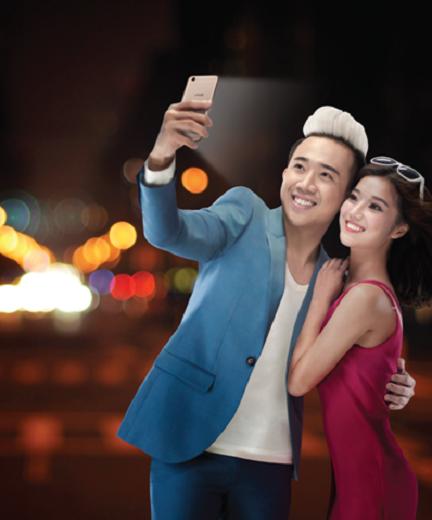 Trấn Thành và Hoàng Yến Chibi chính thức trở thành đại sứ sản phẩm Vivo Y55. - Tin sao Viet - Tin tuc sao Viet - Scandal sao Viet - Tin tuc cua Sao - Tin cua Sao