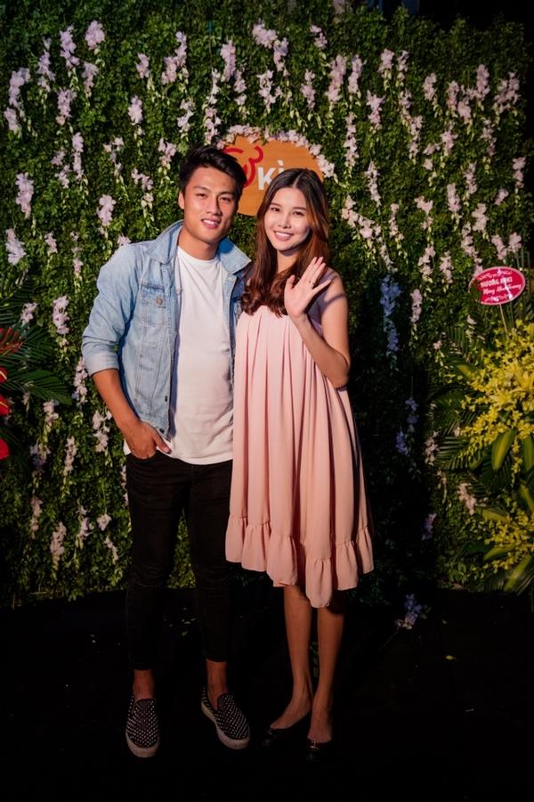 Hai vợ chồng xuất hiện cùng nhau tại một sự kiện vào tối 19/10 vừa qua. - Tin sao Viet - Tin tuc sao Viet - Scandal sao Viet - Tin tuc cua Sao - Tin cua Sao