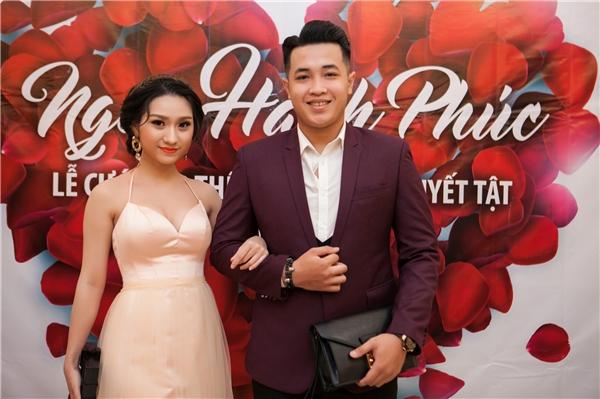 Ca sĩ - diễn viên Cao Mỹ Kim và bạn trai đến tham dự sự kiện. - Tin sao Viet - Tin tuc sao Viet - Scandal sao Viet - Tin tuc cua Sao - Tin cua Sao