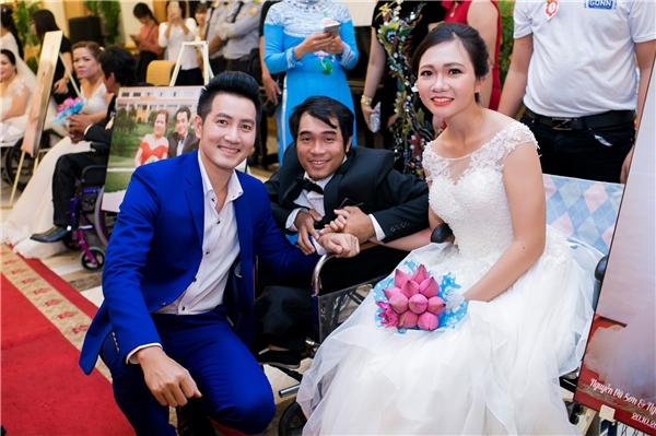 Vợ chồng Lý Hải, Cao Minh Đạt xúc động với đám cưới 60 đôi khuyết tật - Tin sao Viet - Tin tuc sao Viet - Scandal sao Viet - Tin tuc cua Sao - Tin cua Sao