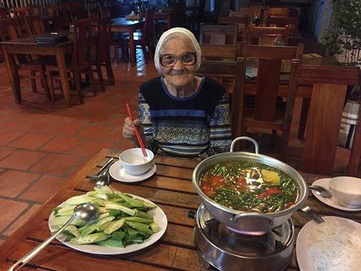 Nhờ sự giúp đỡ của cô gái đồng hương, bà Lena đã có một hành trình đáng nhớ ở Việt Nam.