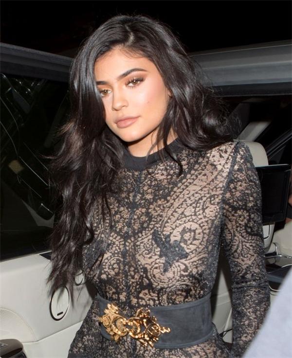 Kylie Jenner đứng thứ 4 trong bảng xếp hạng. Mỹ nhân 19 tuổi đang được coi là một trong những gương mặtquyến rũ nhất hành tinh.