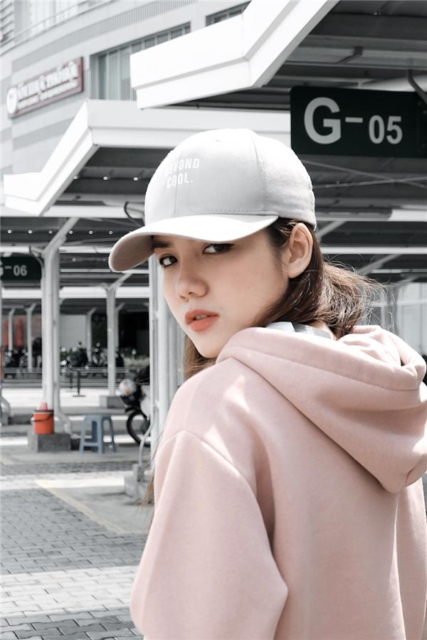 Với gu thời trang sẵn có cộng thêm sự đầu tư đúng mức về hình ảnh, Phương Ly ngày càng khẳng định vị trílà một người truyền cảm hứng về thời trang cho giới trẻ.