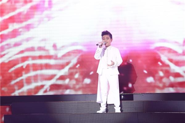 Thí sinh Nhật Minh team Đông Nhi - Ông Cao Thắng đã thể hiện ca khúc Arirang Alone. - Tin sao Viet - Tin tuc sao Viet - Scandal sao Viet - Tin tuc cua Sao - Tin cua Sao