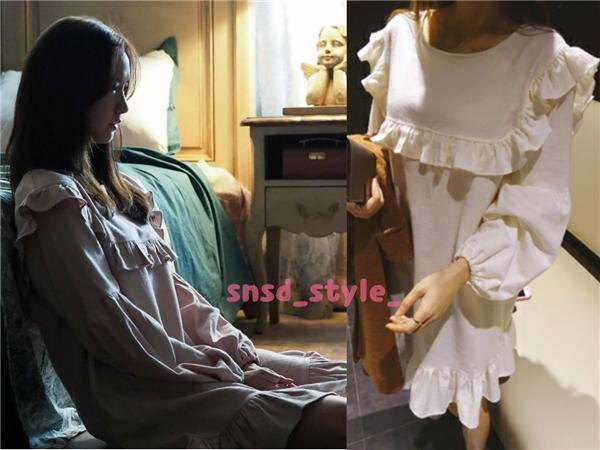 Trong The K2, Yoona diện khá nhiều trang phục đến từ các nhãn hiệu trong nước như Yansae với chiếc đầm khoảng 50 nghìn won (tương đương 1 triệu đồng).