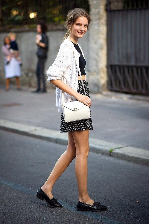 Nàng chân ngắn không nên chọn áo quá dài để che đi khuyết điểm về chiều cao.