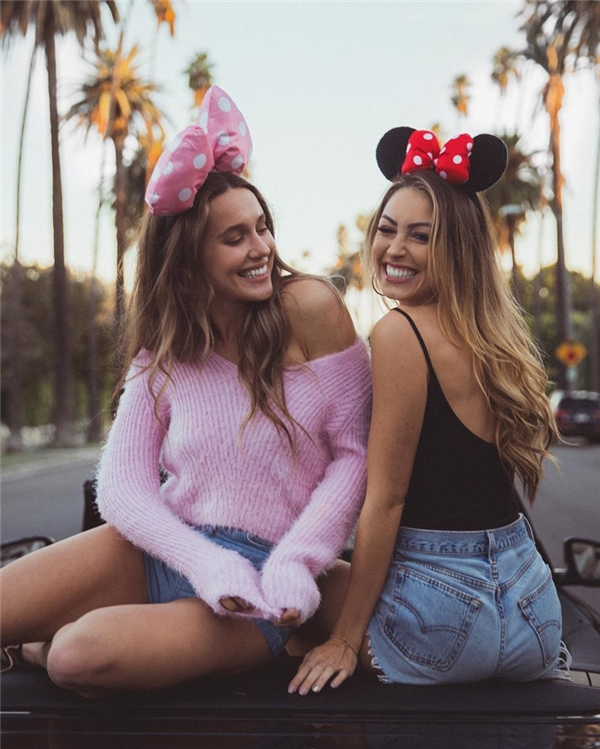 Trong những ngày gần đây, cộng đồng Instagram được dịp phát sốt với những hình ảnh cực kỳ dễ thương của cặp đôi hot girl bạn thân có nickname là caro_e_ và maryleest.
