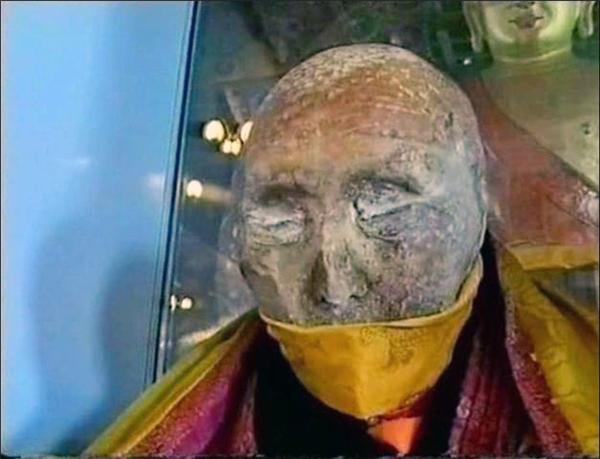 Kinh hoàng xác ướp gần 100 năm bất ngờ