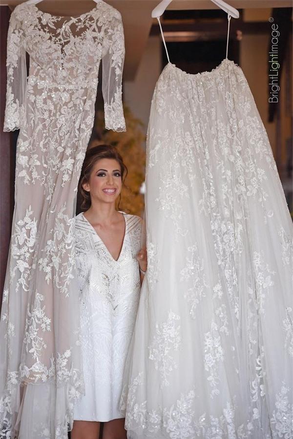 Không gian tiệc cưới, bàn tiệc, váy cưới, đến cả những chi tiết nhỏ nhất cũng được chuẩn bị công phu.