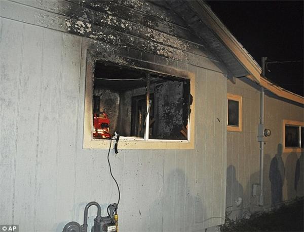 Vụ cháy xảy ra lúc 11:30 đêm hôm thứ 6 vừa qua.