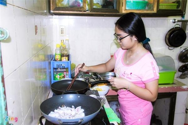 Quán quân The Voice Kids 2014 ra dáng thiếu nữ và khá thành thạo các kĩ năng nấu bếp. - Tin sao Viet - Tin tuc sao Viet - Scandal sao Viet - Tin tuc cua Sao - Tin cua Sao