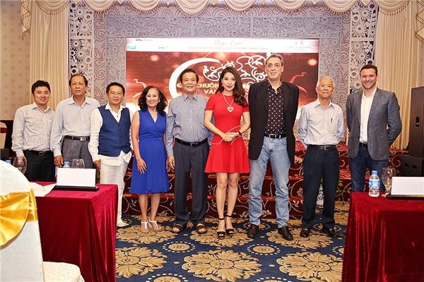 Giải thưởng quảng cáo, sáng tạo Việt Nam – Quả chuông vàng 2016 là một sân chơi đặc biệt,ra đời nhằm mục đích tôn vinh những đóng góp, nỗlực của các đơn vị, cá nhân hoạt động trong lĩnh vực quảng cáo nói riêng và cộng đồng Việt Nam nói chung. Với mong muốn đó, BTC hivọng sẽmang đến một cuộc thilành mạnh, bổ ích cho ngành quảng cáo Việt. - Tin sao Viet - Tin tuc sao Viet - Scandal sao Viet - Tin tuc cua Sao - Tin cua Sao