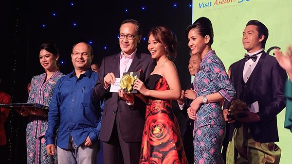 Khả Ngân nhận giải Miss Asean Celebrity Explore Quest Malaysia - Tin sao Viet - Tin tuc sao Viet - Scandal sao Viet - Tin tuc cua Sao - Tin cua Sao