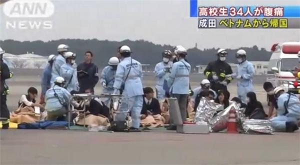 Ngay khi vừa đáp xuống sân bay Nhật Bản, những học sinh bị ngộ độc đã được sơ cứu tại chỗ.