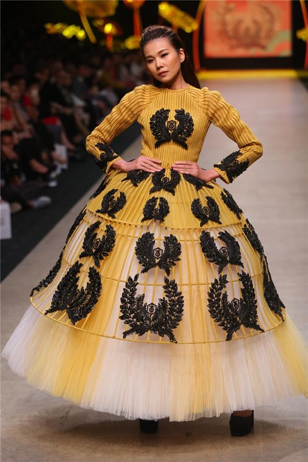 """""""Tôi tin rằng Vietnam International Fashion Week tổ chức tại Hà Nội sẽ tạo được một dấu ấn khó quên trong lòng các tín đồ thời trang tại Hà Nội nói riêng và của Việt Nam nói chung"""" – Thanh Hằng nhấn mạnh."""