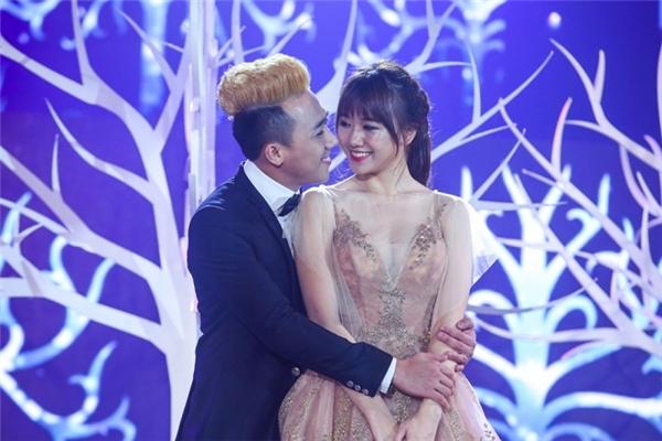 Trấn Thành và Hari Won đều né tránh khi nhận câu hỏi về đám cưới. - Tin sao Viet - Tin tuc sao Viet - Scandal sao Viet - Tin tuc cua Sao - Tin cua Sao