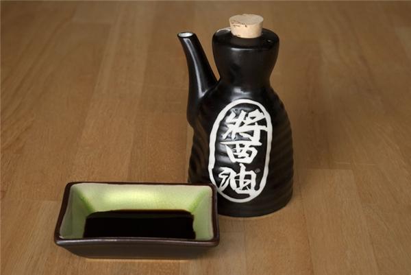 NgườiTrung Quốc và Nhật Bản hiện tại dùng nhiều nước tương, nhưng không có nghĩa họ không còn dùng nước mắm nữa.
