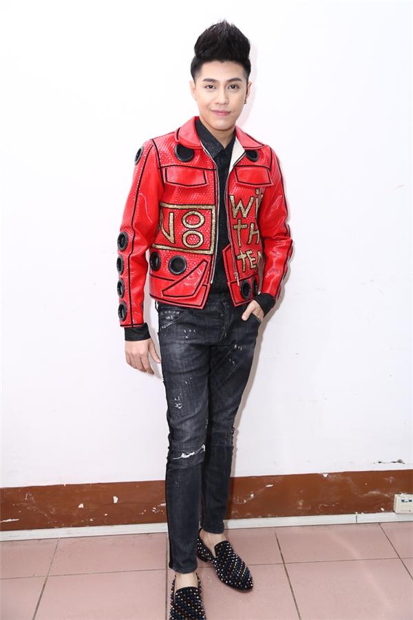 Nam ca sĩ Noo Phước Thịnh nổi bật với trang phục ấn tượng trong đêm chung kết. - Tin sao Viet - Tin tuc sao Viet - Scandal sao Viet - Tin tuc cua Sao - Tin cua Sao