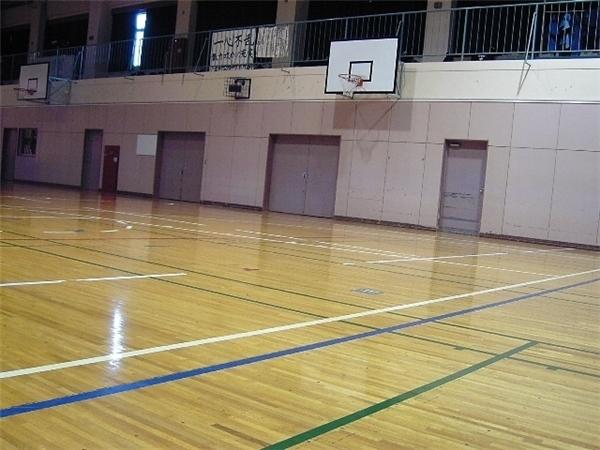 Tiếng chơi bóng rổ bí ẩn hằng đêm.