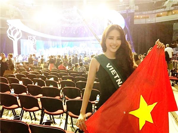 Với thành tích lọt vào top 8 cuộc thi nhan sắc Hoa hậu Trái Đất 2016, Nam Emtrở thành người đẹp đầu tiên đạt đượcvị trí cao nhất tronglịch sử các lần tham gia Miss Earth của Việt Nam.