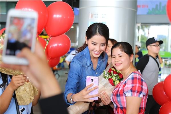 Có thể nói, Nam Em đã mang về niềm tự hào rất lớnkhi lần đầu tiên đưa Việt Nam lọt vào top 8 Hoa hậu Trái Đất 2016, đồng thời cô cũng là đại diện châu Á duy nhất nằm trong danh sách 8 người đẹp xuất sắc nhất cuộc thi năm nay. - Tin sao Viet - Tin tuc sao Viet - Scandal sao Viet - Tin tuc cua Sao - Tin cua Sao