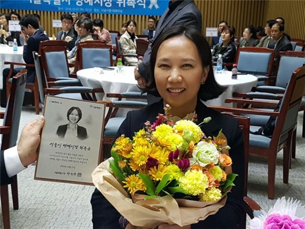 Chị Nguyễn Ngọc Cẩm, công dân Việt Nam, đã được bổ nhiệm làm 1 trong 14 Thị trưởng Danh dự của Seoul.