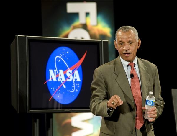 ÔngCharles Bolden- giám đốc cơ quan NASA. (Ảnh: internet)