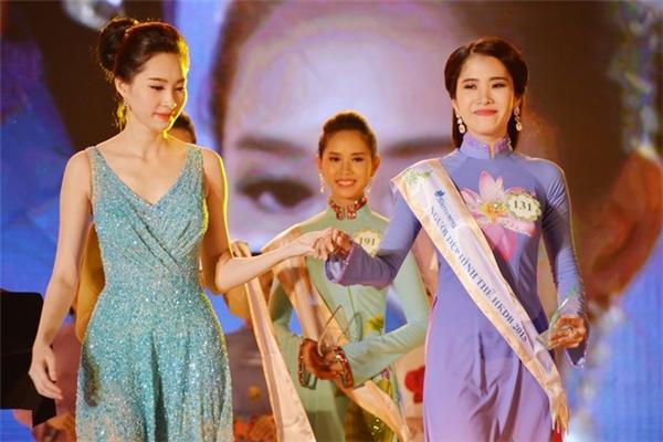 Ngay từ khi đăng quang Hoa khôi đồng bằng sông Cửu Long 2015, Nam Em đã được nhận xét có nhiều nét giống với đàn chị Đặng Thu Thảo. Thu Thảo cũng đăng quang tại cuộc thi này trước khi lên ngôi Hoa hậu Việt Nam 2012.