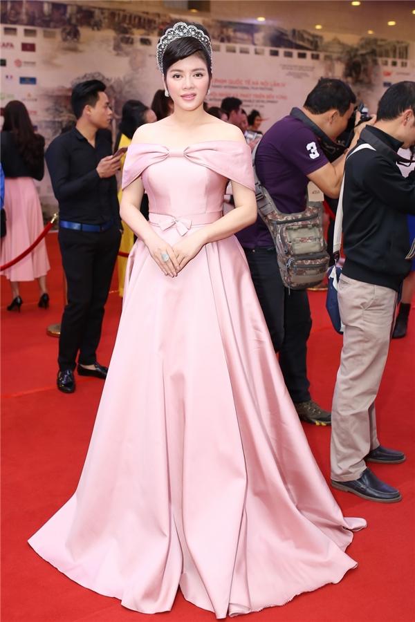 Lý Nhã Kỳ diện đầm hồng nhã nhặn, xinh đẹp như một nàng công chúa. - Tin sao Viet - Tin tuc sao Viet - Scandal sao Viet - Tin tuc cua Sao - Tin cua Sao