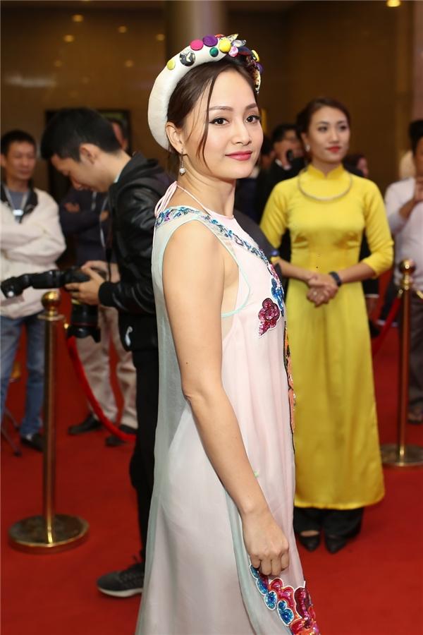 Lan Phương nền nã với áo dài cách tân của NTK Thuỷ Nguyễn - Tin sao Viet - Tin tuc sao Viet - Scandal sao Viet - Tin tuc cua Sao - Tin cua Sao